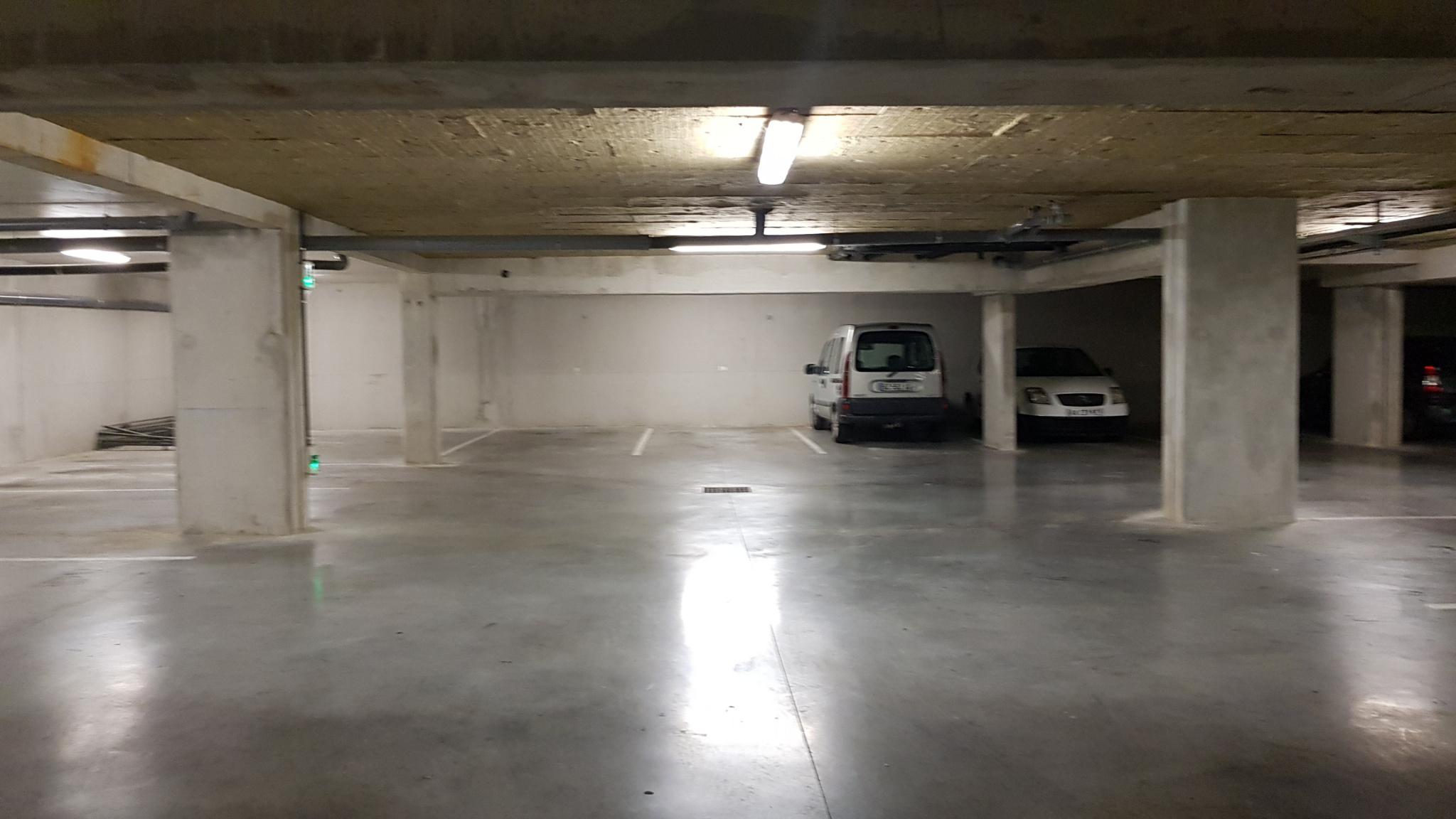 Garage collectif avec place privative, pouvant se fermer