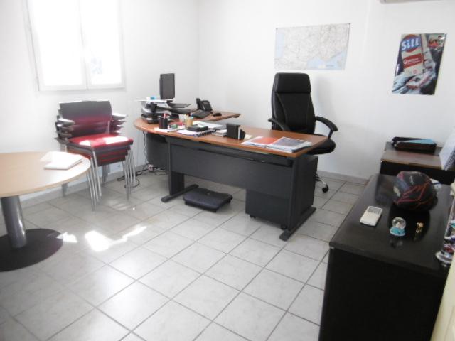 bureau 1